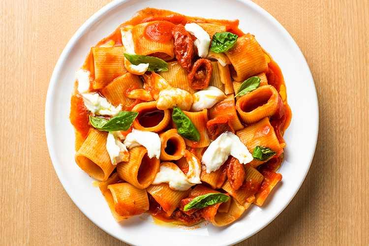 モッツァレラとパキーノトマトのパッケリ
